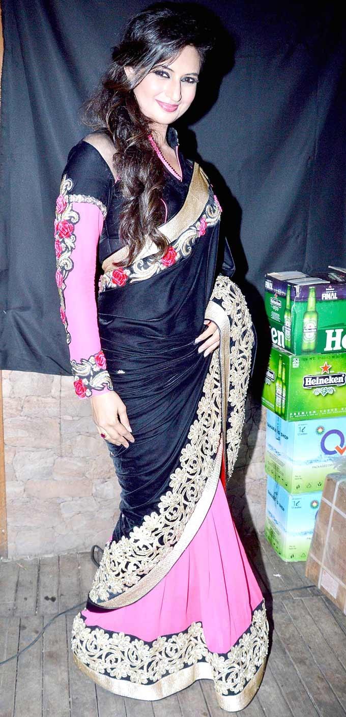 Divyanka Tripathi walked the ramp at the launch of a fashion website. #Bollywood #Fashion