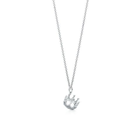 ADORABLE! Give a Tiffany & Co. Crown charm to your daughter or girlfriend to show her she's your princess <3