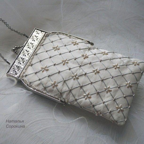 Свадебная сумочка. Вышивка серебряными нитями и жемчугом. #married #свадьба #невеста #embroidery #вышивка #goldembroidery #ручнаявышивка #handbag #сумочка #needlework #Мода fashion #art #creating
