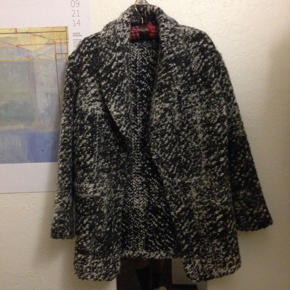 Great style! Mango Coat, xxs Mango coat, warm and great style. Sits at hip. See pic 3 for composition. Relaxed fit, would fit US size XS-M.Make me an offer, or do a bundle for 15% off your total price and combine shipping! Mango Jackets & Coats