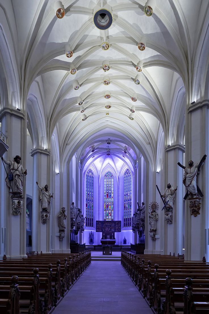Basilika St. Cyriakus - Duderstadt, Germany. Light planning // Die Lichtberater. Photo // ©Manfred Zimmermann. Featured products by L&L Luce&Light: Templa 1.0 // 3000K, 30°, white; Bright 5.1 // 2700K, 10°; Bright 5.1 // RGB, 10°; Templa 1.1 // 3000K, 40°, white