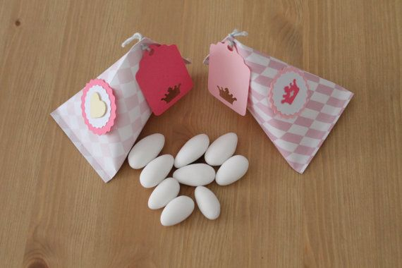 Gift bags / Christening Favor bags / Triangle di PickaPack su Etsy