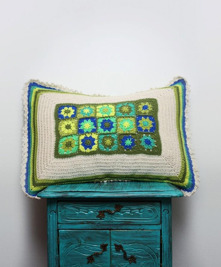 Guacolda presenta sus fundas a crochet, tejidas con hilo 100% algodón y con tela por la parte de atrás.  Funda para almohada, tejida a pedido  tamaño: 70x50 cms.