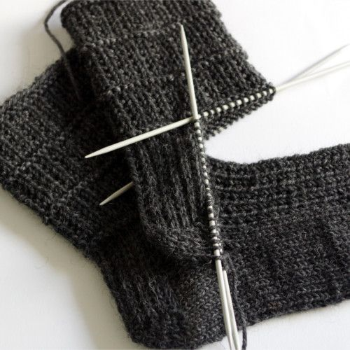 Easy sock knitting pattern for men