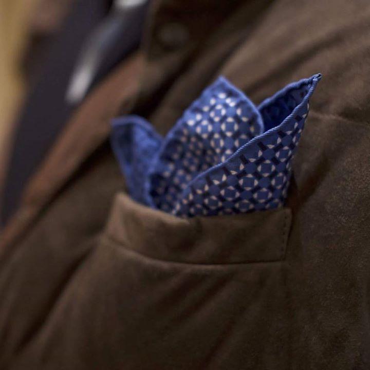 Hand rolled perfectly soft silk beautiful pattern.  #corneliani #pochette #pocketsquare #canali #kiton #atelier #tailor #mtm #bespoke #details #brunello #cucinelli #brunellocucinelli #winter #vest #details #hand #rolled
