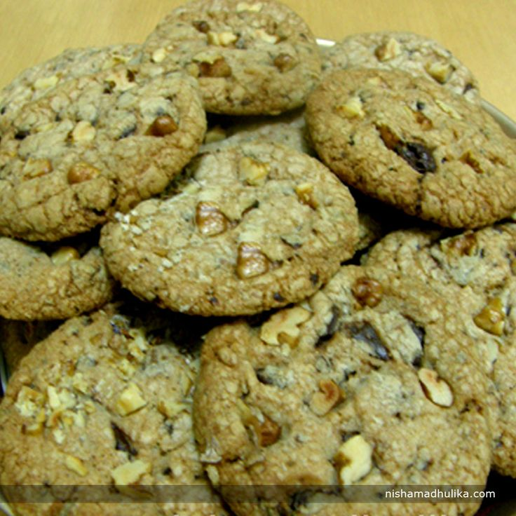 Cruncy Walnuts and chocolate together make a delightful Chocolate Walnut cookie you would never say no to. Recipe in English- http://indiangoodfood.com/2272-chocolate-walnut-cookies-recipe.html (copy and paste link into browser)  Recipe in Hindi - http://nishamadhulika.com/baking/chocolate-walnut-cookies-recipe.html ( copy and paste link into browser)