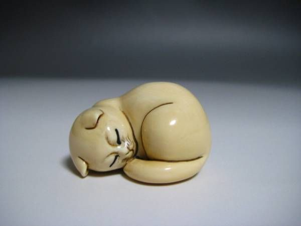 Sleeping Kitten. Want to try to make this out of clay.