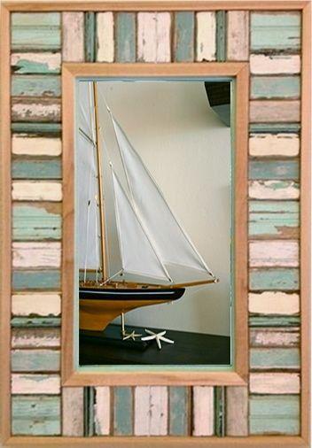 Este espejo de marco de madera reciclada mide 36 x 25 y maravillosamente hechos a mano de madera de viejas casas de playa de a lo largo de la costa de Florida. Tiene los colores originales de la pintura histórica de resistida azules, verdes, marrones y grises. Marcos Shorty costera donde el envío es gratis.