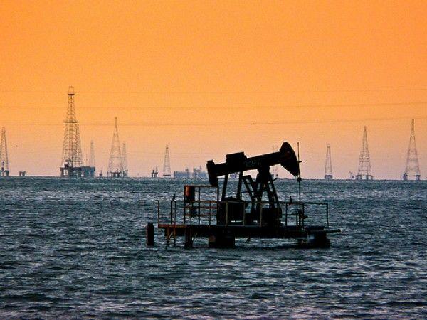 Nuestro petróleo en el lago de Maracaibo,Zulia Venezuela.