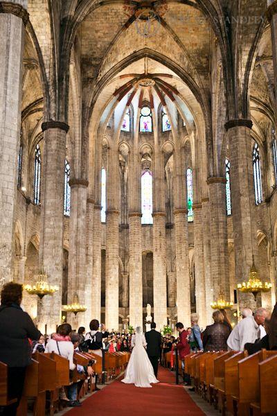 The amazing Basilica of the Santa Maria del Mar# Barcelona Wedding#Catholic Ceremony