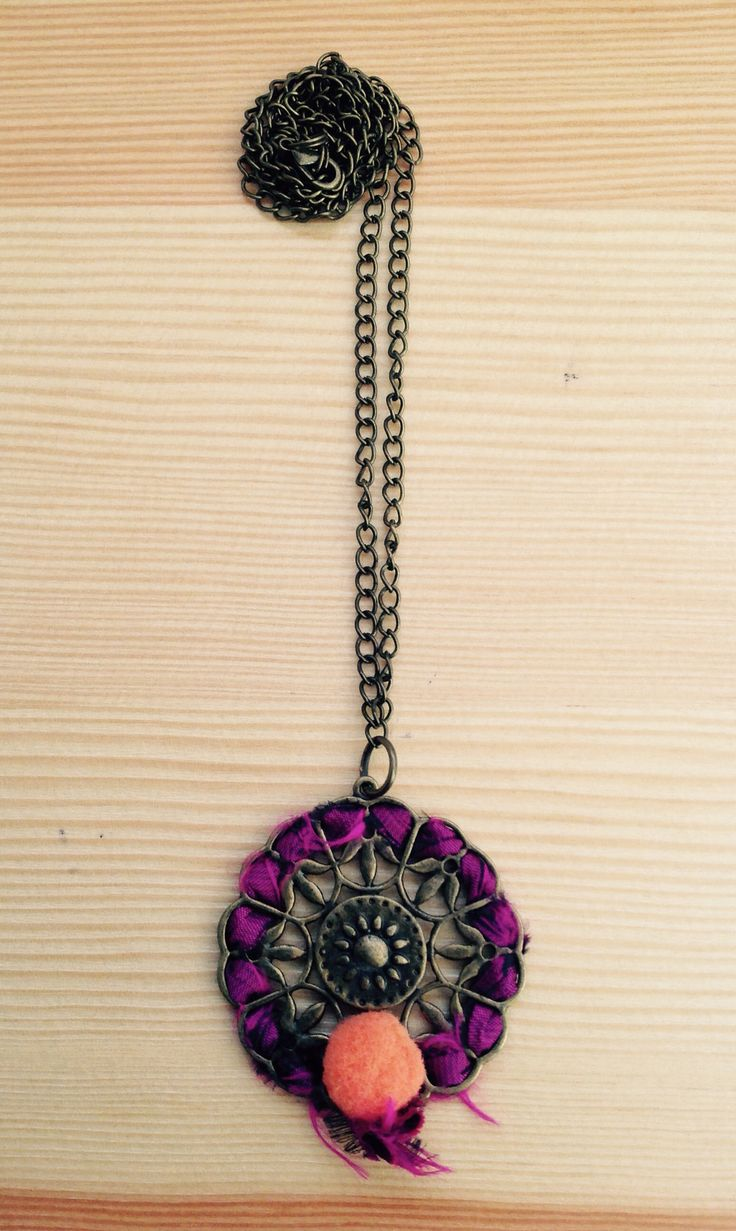 Collar rosetón Made in Rajani Shop.