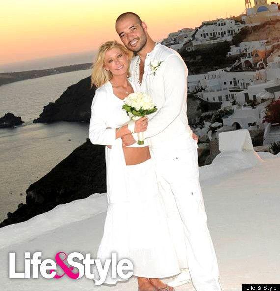 Η Shakira και ο σύζυγός της Gerard Pique, διεθνής ποδοσφαιριστής της Barcelona, για 4 μέρες στη Μύκονο. Αύγουστος 2011.