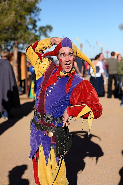 Richard III jesters and lutes – entertainment in medieval ...  Jester Middle Ages Wear