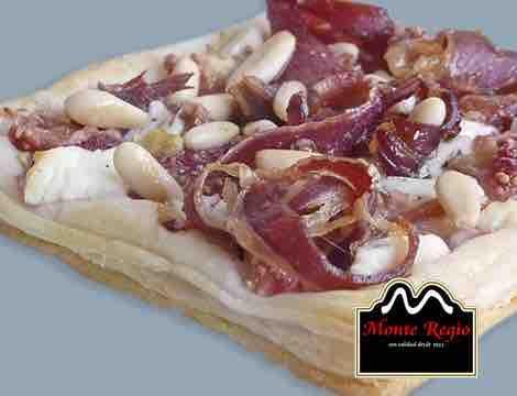 ¡Manos a la obra! Mini tartaletas con base de hojaldre rellenas de higos, queso de cabra y jamón ibérico #MonteRegio
