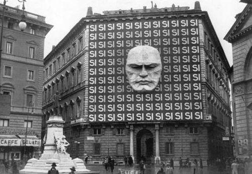 La sede de Benito Mussolini y el partido fascista italiano en Italia, 1934.