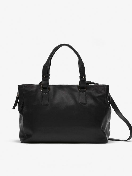 Carteras y bolsos de mujer en las rebajas de otoño invierno de Massimo Dutti. Bolsos de mano, shoppers, bandoleras, clutchs, monederos y carteras.