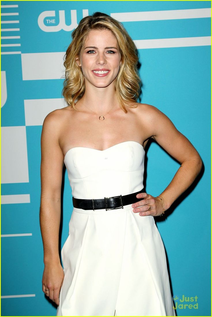 190 best emily bett rickards images on pinterest arrow arrows and felicity smoak. Black Bedroom Furniture Sets. Home Design Ideas