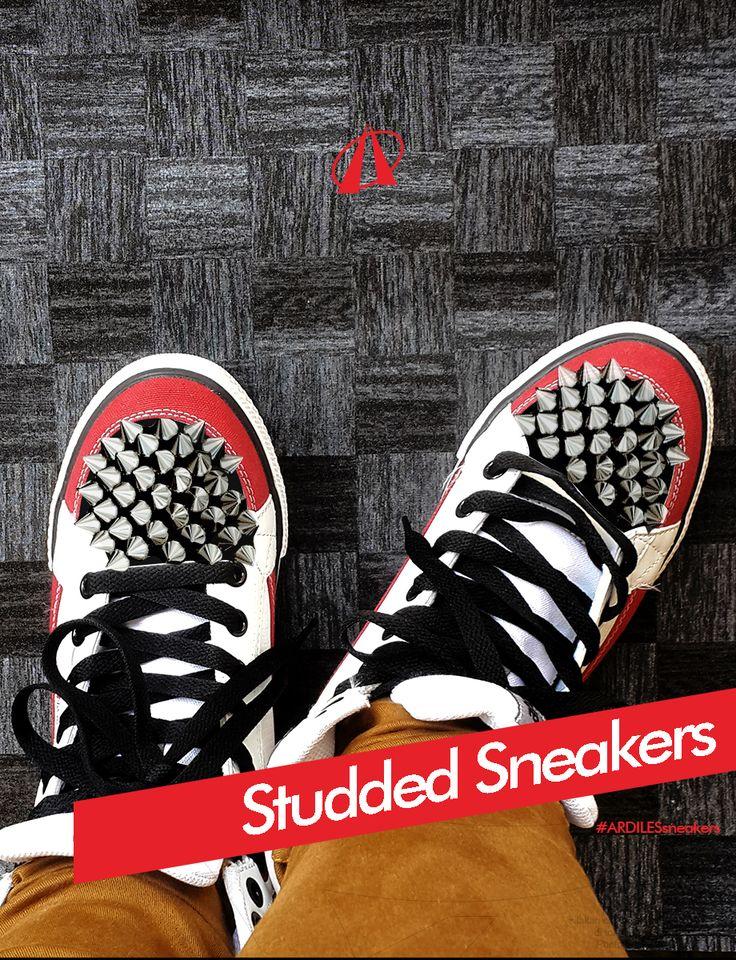 Adiles Sneakers Lovers, kalau kamu bosan dengan sneakersmu, jangan dibuang ya. Tambah sedikit studs atau manik-manik akan menambah kesan nge-rock buat sepatu kamu.  Kamu juga perlu lho sneakers baru, jangan lupa belanja sneakers Ardiles di www.ardilesmetro.com