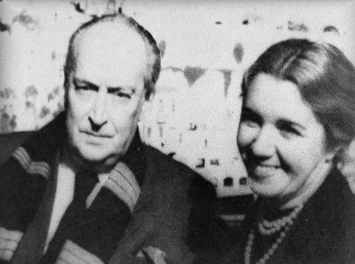 Άγγελος Σικελιανός με τη δεύτερη σύζυγό του Άννα Καραμάνη.