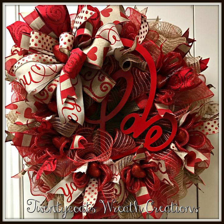 Valentine's Day deco mesh wreath by Twentycoats Wreath Creations (2017)