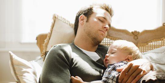 Atunci cand vine pe lume un nou membru in familie este motiv de mare bucurie si multumire, dar aduce cu sine si multe ore de veghe, fara somn. In primele saptamani, pentru parinti, dar in special pentru mamici, se impune o oboseala extrema. Dar cu toate acestea si timpul care trece, este un bun spijin. Trece si copilul creste si… trec si zilele sau noptile nedormite, totul trece dar vin altele si altele http://blog.patuturi.ro/oboseala-noilor-parinti/