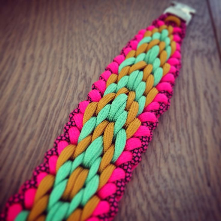 Love this paracord weave kipi.nl