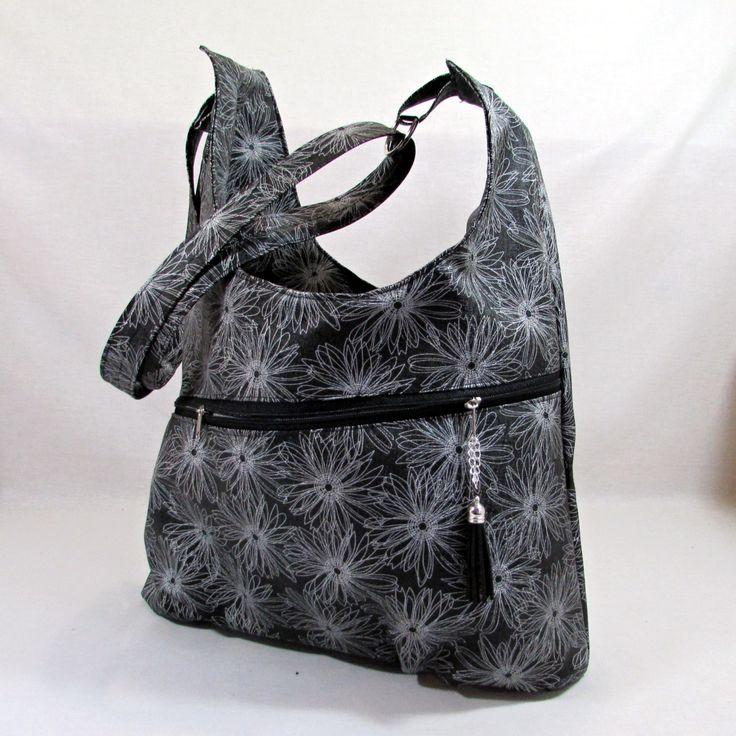 valérie+černobílá+květinová+kabelka+přes+rameno+nový+střih+:)+ušitá+z+černé+koženky+s+kvítky+v+bílé+barvě+vyztužená,pevná+ve+spodní+části+lehce+zřaseno+kabelka+má+zipové+zapínání+zipová+kapsa+je+přes+jeden+celý+díl+uvnitř+dvě+různě+velké+kapsičky+zipová+kapsa+na+drobnosti+popruh+posunovací,dlouhý+cca+120+cm+rozměr--+cca+34/25+měřeno+v+místě...