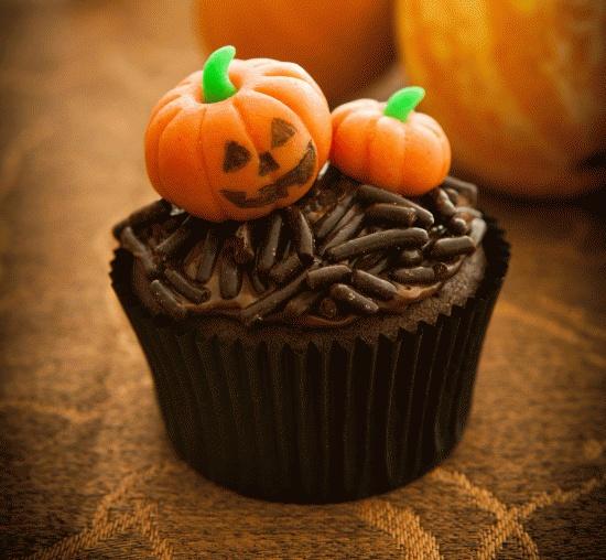 #Halloween zonder pompoenen is als #cupcakes zonder #decoratie. Maak jouw Halloween compleet met deze cupcakes. Klik op de afbeelding voor het #recept.