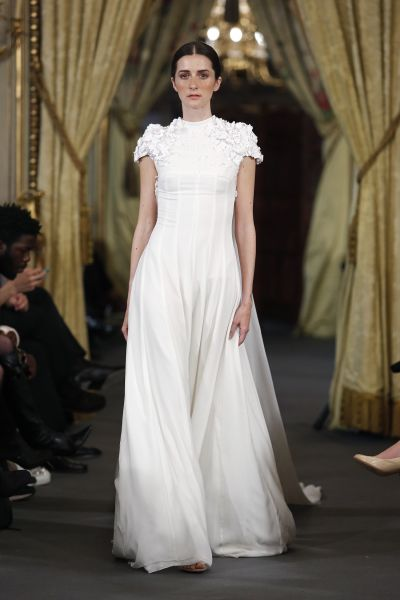 Vestidos de novia cuello cisne 2017: Déjate seducir por su elegancia en tu gran día Image: 8