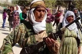 Les forces kurdes syriennes se sont approchées dimanche d'une ville stratégique à la frontière turque tenue par les jihadistes de l'Etat islamique (EI), d'où la population fuyait, selon des militants et une ONG. Soutenues par des factions rebelles syriennes...