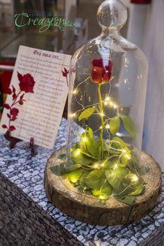 festa tema bela e a fera. Rosa encantada com luzinhas e redoma de vidro…