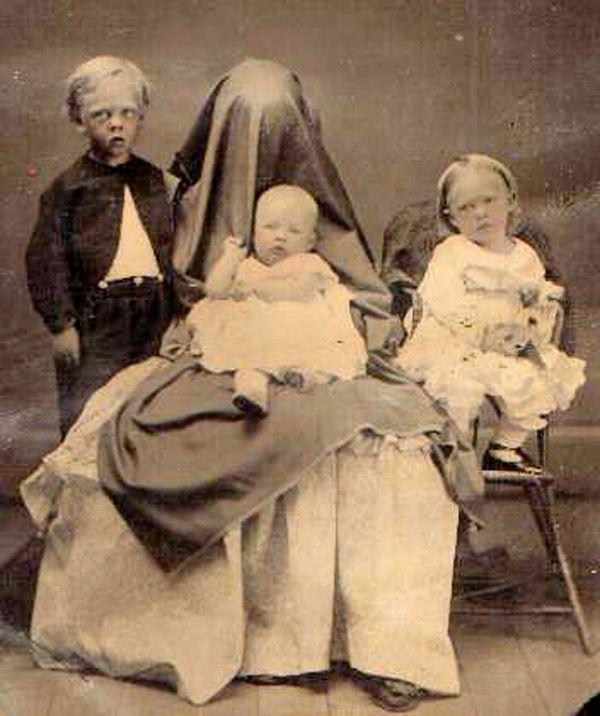Hidden mothers, http://www.flickr.com/groups/1264520@N21/pool/