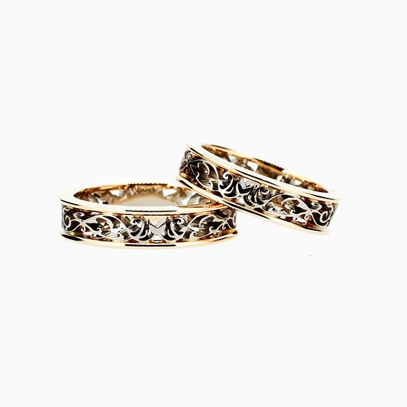 Filigree Wedding Band set in Yellow and White Gold