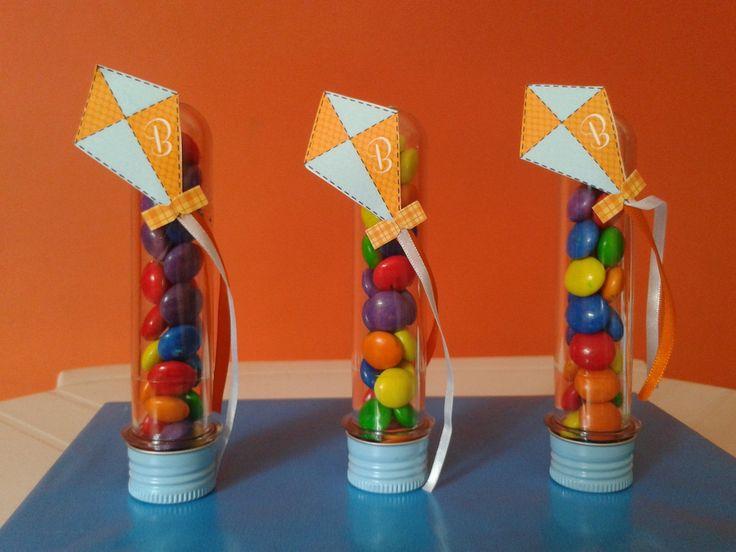 Preço referente ao tubete 13cm personalizado e recheado com confetti. - Tubete com amendoim de chocolate: R$3,30 - Tubete com mentos: R$4,00  Personalizamos em qualquer tema!!!