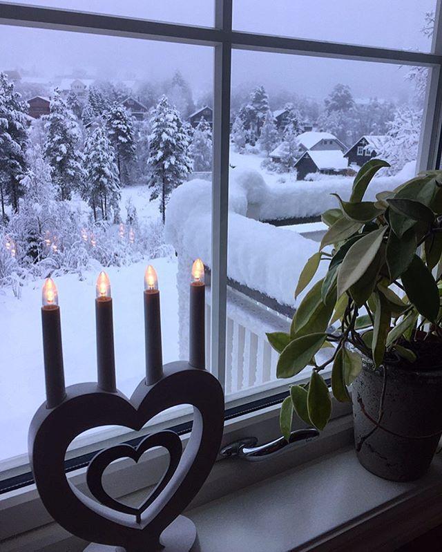La det snø, la det snø, la det snø ❄️💙🙏🏻 Liker det jeg ser 🙏🏻 Kanskje er det håp om at julestemningen kommer snikende likevel nå da... 🙏🏻