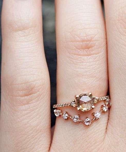 Anillos de compromiso de colores [FOTOS] - Doble anillo de morganita y diamantes