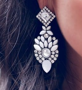 Avocada earrings  zipystyle#personalshopper#zara#jeans#crossbody#michaelkors#linen#shirt#avocada