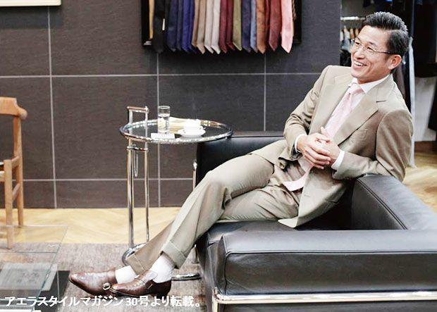 取材は東京都港区にあるテーラー、サルトリア チッチオにて。2007年以来、カズはこの店で50着以上のスーツを作っている(撮影:Megumi Seki/スタイリング:Daisuke Ishii[mybox]/ヘアメイク:Kazunori Miyasaka[mod's hair])
