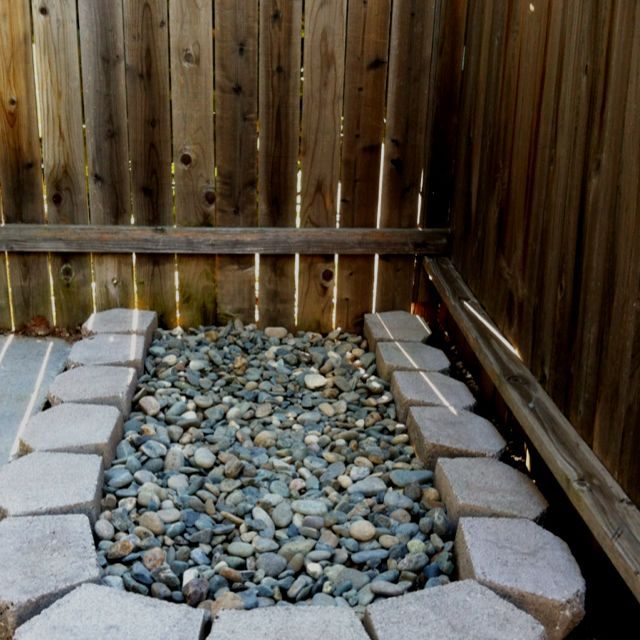 Dog pee rock bed Great idea!  No mess all over the yard!!                                                                                                                                                                                 More