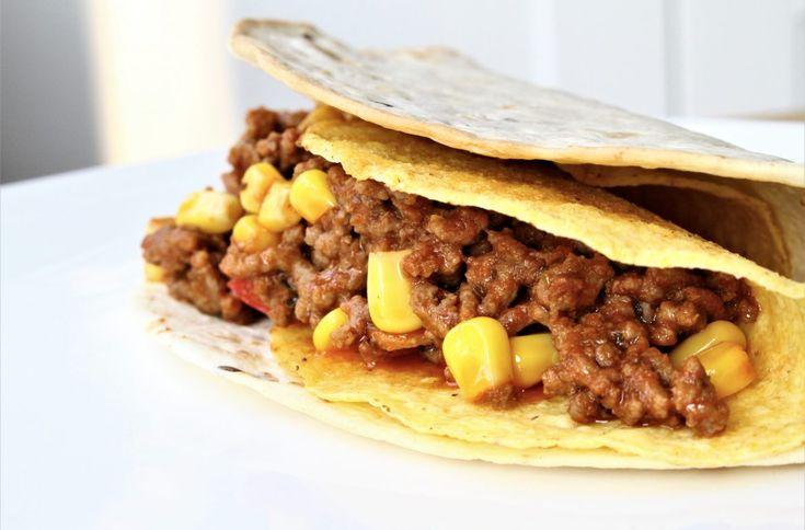 Heb jij de reclame al voorbij zien komen van Honig? Of misschien heb je ze al in de winkel zien liggen: de nieuwe Mexicaanse dubbeldekkers & taco's met bijbehorende kruidenmix. Zo kun je zonder te kruimelen je taco's eten . Ook lekker met kipreepjes.