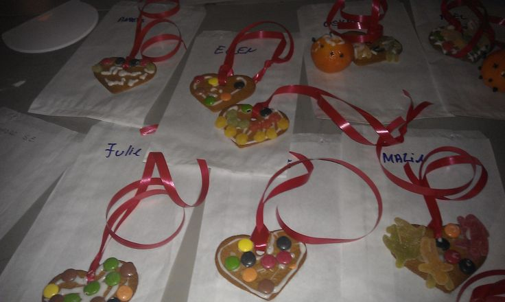 Decorating Christmas cookies for the kids in Refsnes Gods