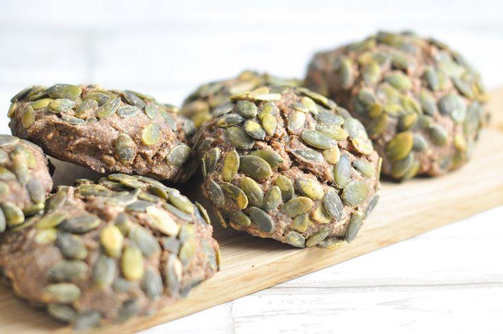 Rugbrødsboller med græskarkerner