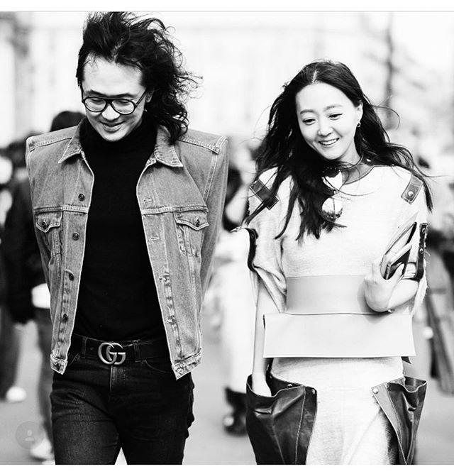 파리 패션 위크 스트리트에서 포착된 편집장(@shinkwangho) 과 디지털 디렉터(@jiyoungkim6364) 입니다 발렌시아가의 뉴 시즌 데님 재킷과 로에베의 드레스를 입은 모습! (@kookkikim) _ Here are #VogueKorea's #EditorinChief in a #Balenciaga #denimjacket and #DigitalDirector in a #Loewe #dress captured at the streets during #ParisFashionWeek. #PFW #Vogue #巴黎 #街拍 #时尚 #巴黎世家 #罗意威  via VOGUE KOREA MAGAZINE OFFICIAL INSTAGRAM - Fashion Campaigns  Haute Couture  Advertising  Editorial Photography  Magazine Cover Designs  Supermodels  Runway Models