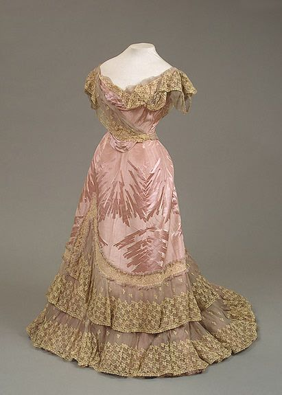 1898 Worth evening dress of Empress Maria Fyodorovna. From the STATE HERMITAGE MUSEUM.