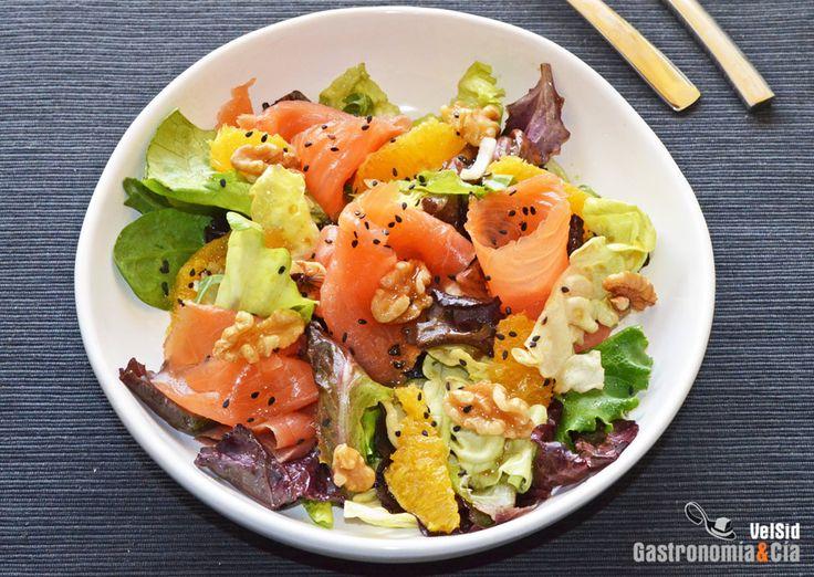 Ensalada de salmón ahumado, naranja y vinagreta de wasabi