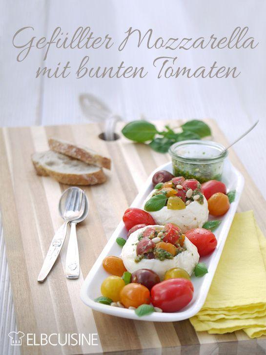 Mozzarella mal anders – mit Tomaten und Pesto gefüllt. Viel attraktiver als Tomaten Caprese und sehr lecker. Ihr braucht nur einen Kugelausstecher. Try it!