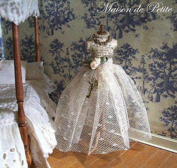 Amazing dollhouse miniature 1:12 scale hand by maisondepetite