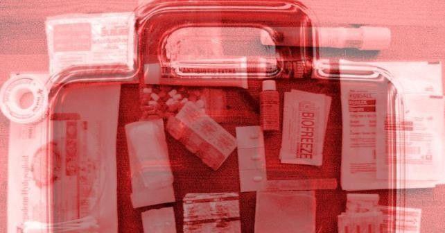 BHV koffer of verbandtrommel voor op het werk? Wanneer je bij een van de vele webshops met BHV artikelen de categorie EHBO koffers selecteert, zie je veel verschillende verbandtrommels, BHV koffers en ander eerste hulp materiaal. Maar welke heb jij bij jou in de organisatie nodig? Zijn hier eisen voor of kun je gewoon zelf een pakket samenstellen?