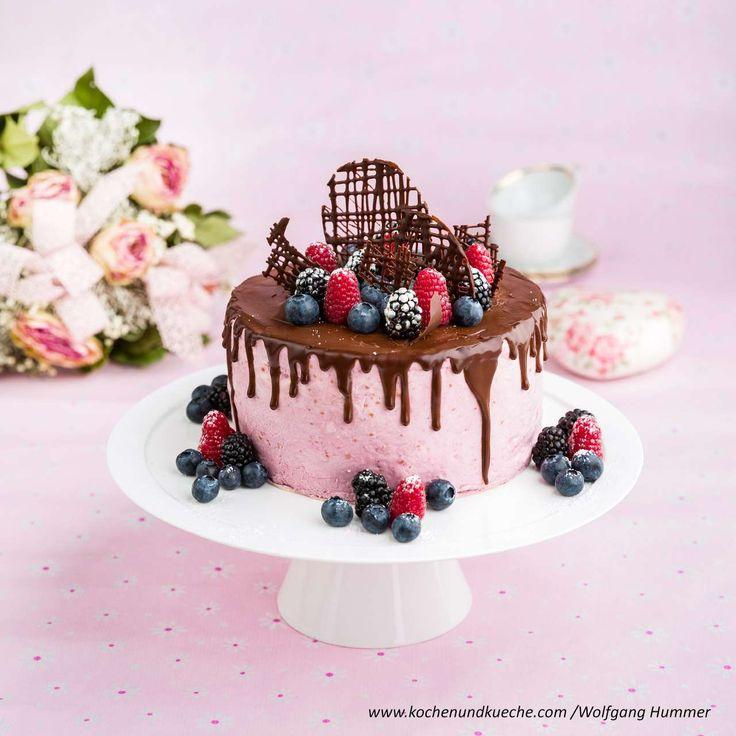 Waldbeer-Joghurt-Torte mit Schokoladenglasur und frischen Früchten » Kochrezep…