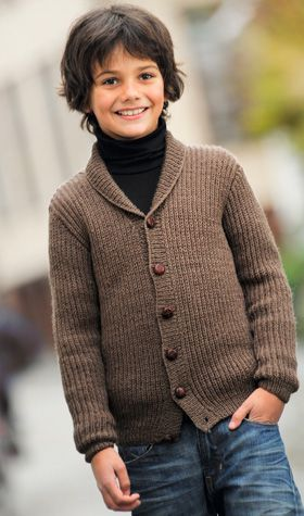 Strikkeopskrift, strikket jakke til drenge i klassisk facon med sjalskrave